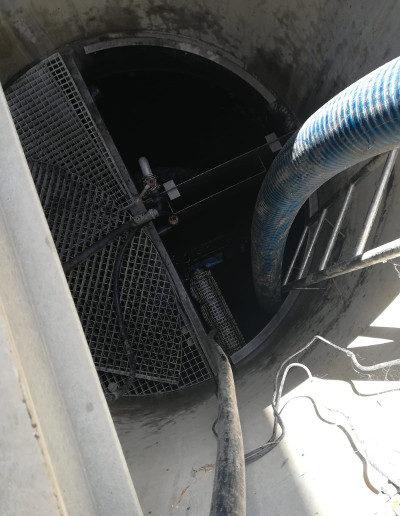 Detugra realizando trabajos de limpieza industrial en instalaciones industriales a profundidad